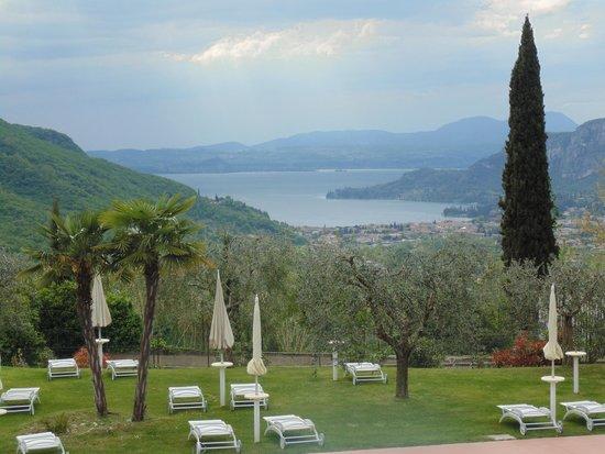 Boffenigo Small & Beautiful Hotel: Vista del lago dal parco
