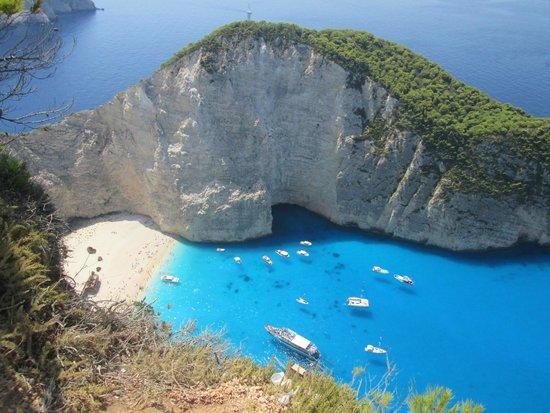 Iakinthos: la celebre spiaggia del relitto dall'alto