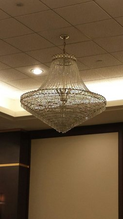 DoubleTree by Hilton Binghamton: Lightning in one of the halls for rent here