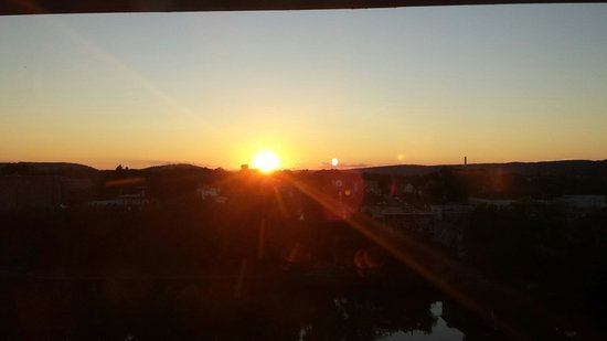 DoubleTree by Hilton Binghamton: 8th floor sunset view