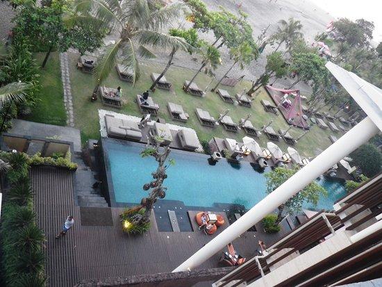 SOS Rooftop Lounge & Bar: SOS club view