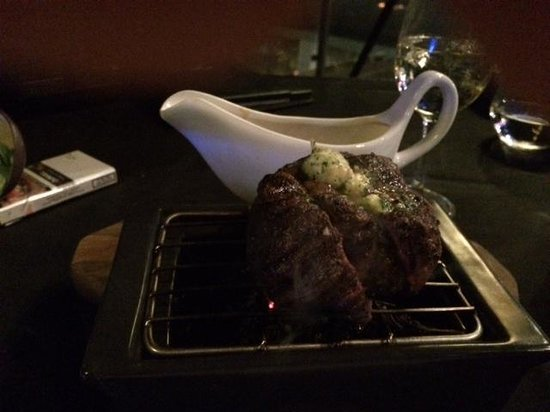 SOS Rooftop Lounge & Bar: Perfectly cooked med-rare steak served on charcoal mini bbq