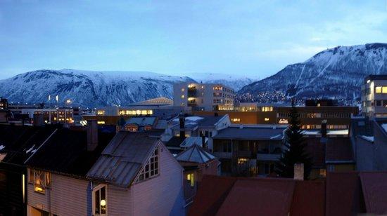Viking Hotell Tromso: вид из окна отеля: вечер