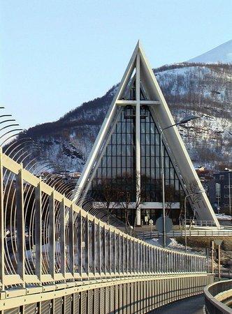 Eismeerkathedrale (Ishavskatedralen): вид с моста