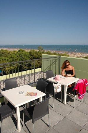 Terrazzo sul tetto - Bild von Hotel Trieste Mare, Lignano Sabbiadoro ...