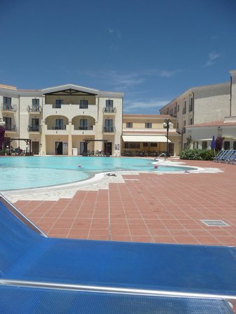 Blu Hotel Morisco Village: Ingresso e piscina di giorno