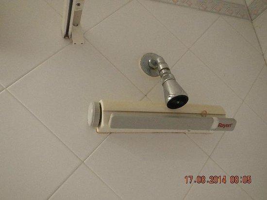 Hotel Kennedy Nova : prysznic nie obracajacy się trudno spłukać czubek gowy a reszta?