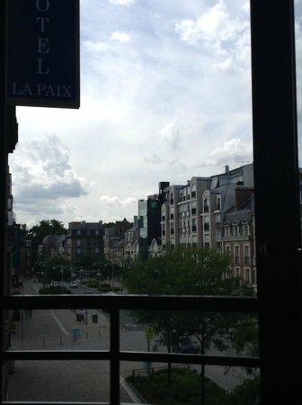 BEST WESTERN PLUS Hotel de la Paix: View from room on the street side