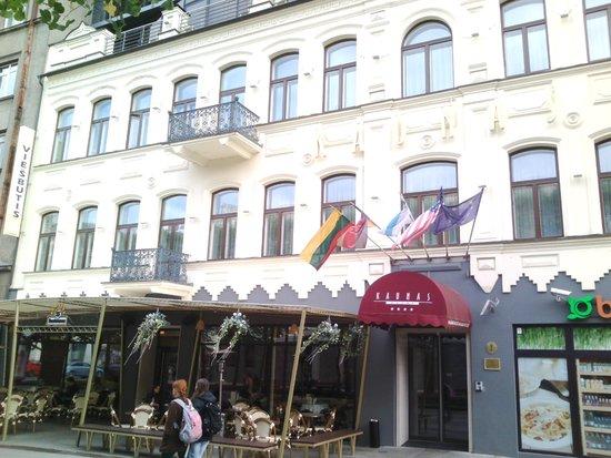 Kaunas Hotel: Vista dalla strada