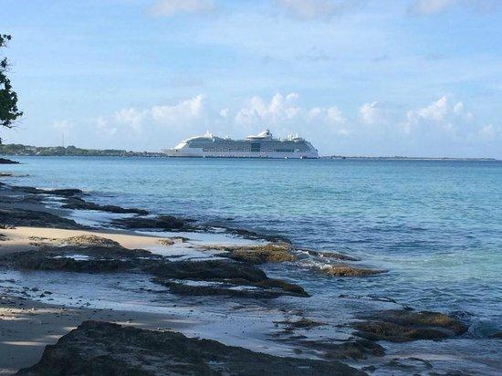 Rhythms at Rainbow Beach : Welcome Cruise Ship Passengers!