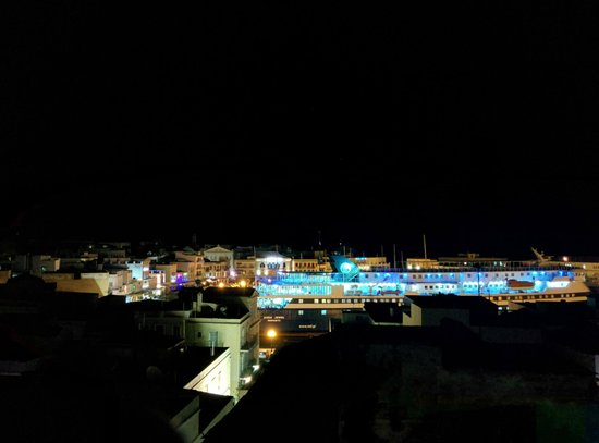 Aegli Hotel: View from Roof Garden (night)