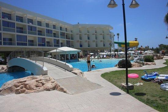 Leonardo Laura Beach & Splash Resort: верхний бассейн