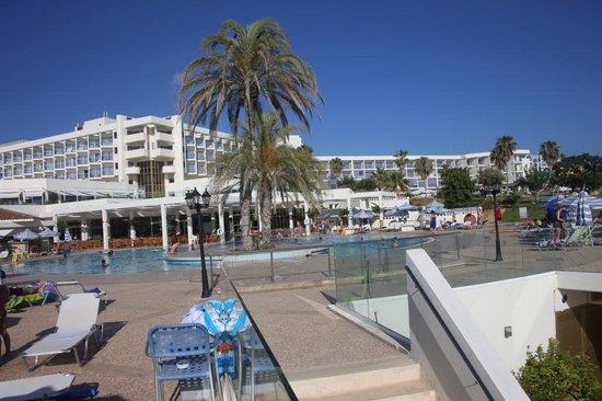 Leonardo Laura Beach & Splash Resort: нижний бассейн