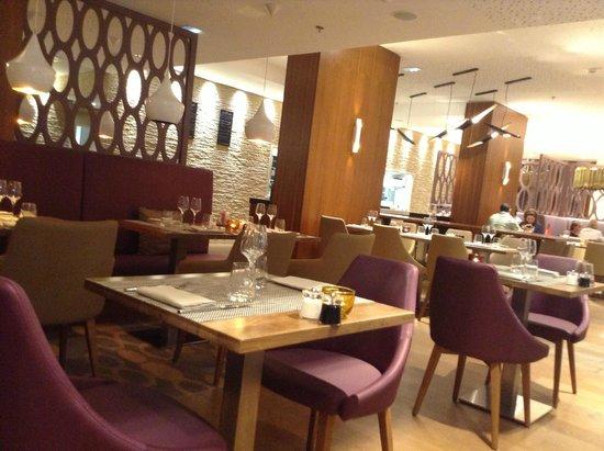 Renaissance Aix-en-Provence Hotel : quiet dining room