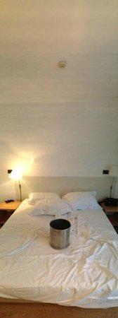 Hotel Faro: Camera con perdita dall'impianto antincendio