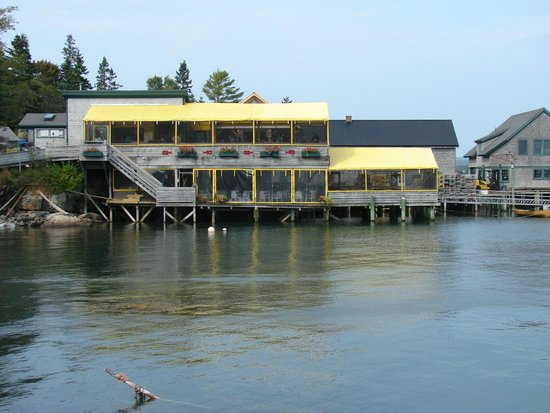 view of Thurston's Lobster Pound from the road