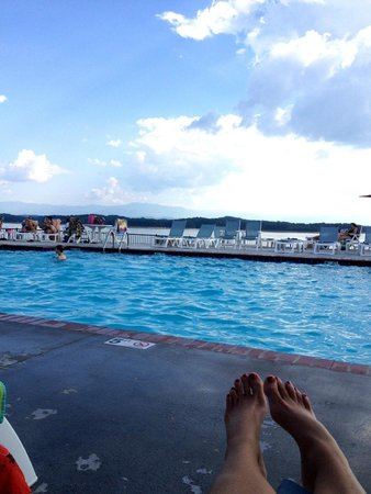 Anchor Down RV Resort: Beautiful view from the pool!!!