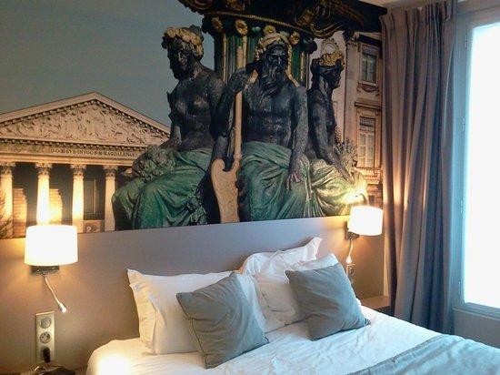 Midnight Hotel Paris : déco lit