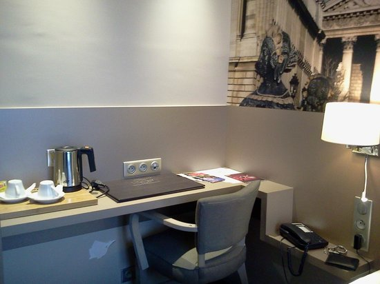 Midnight Hotel Paris: bureau