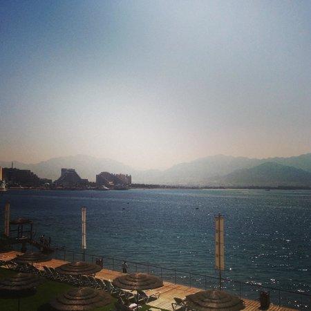 U Suites Eilat: вид с нашего балкона