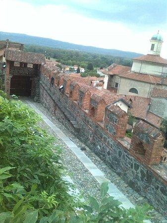 Castello di Pavone: uno squarcio di panorama