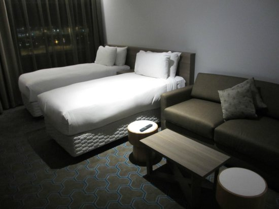 Rydges Sydney Airport Hotel: Twin beds in Family Twin Room