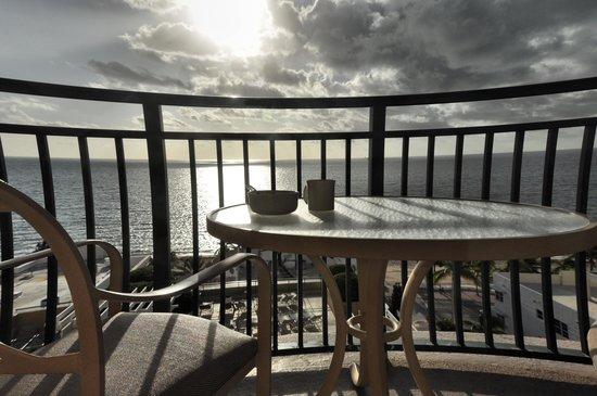 Marriott's BeachPlace Towers: Breakfast on the balcony