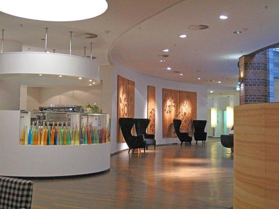 swiss tel bremen lobby bar picture of swissotel bremen bremen tripadvisor. Black Bedroom Furniture Sets. Home Design Ideas