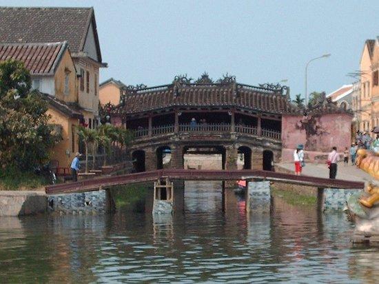 Japanese Covered Bridge: Una piccola zoomata