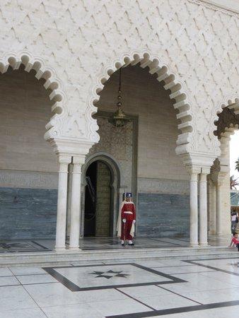 Mausoleum Mohammed V.: Under guard