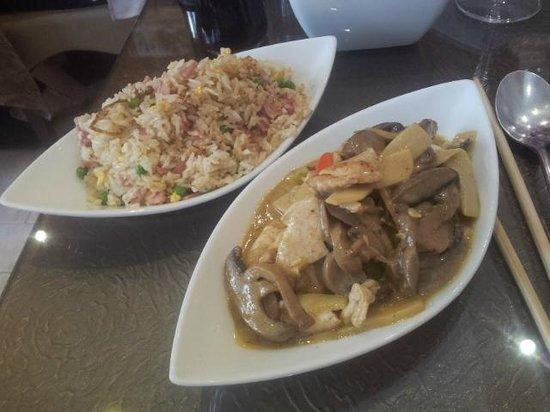 Hong Yun : Poulet au Curry / Riz cantonnais