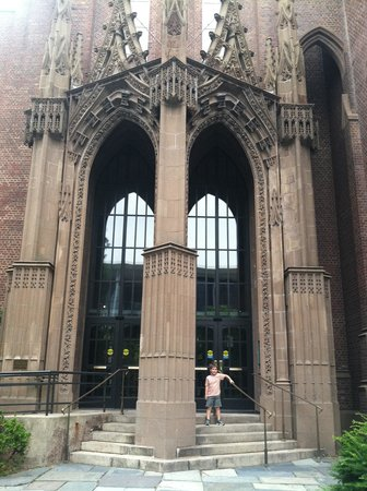 Yale Peabody Museum of Natural History: Front Entrance of the Peabody