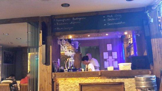 Cabare Restaurant: the bar