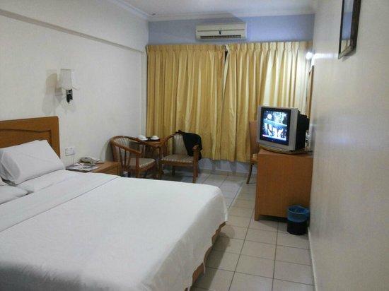 Megah D'Aru Hotel: King Size Bed Standard Room