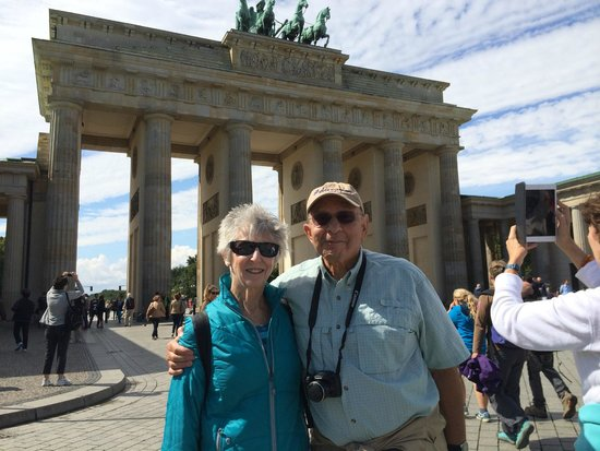 The Berlin Experts- Walking Tours: At the Brandenberg Gate