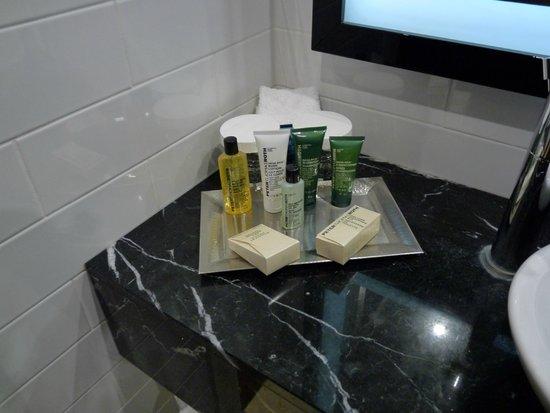 Hilton London Wembley: Dans la salle de bain