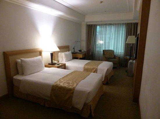Golden China Hotel: 比較的落ち着いた部屋でした。眺望は今ひとつです。