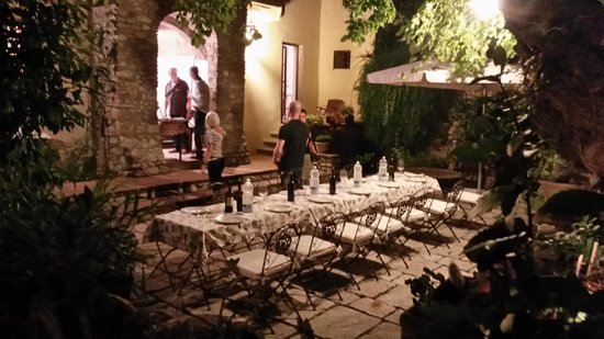 Villa Il Paradisino: Dekket til pizza party.
