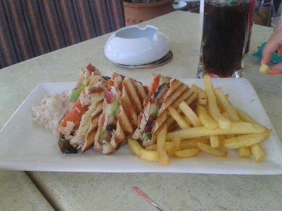 Oasis Pool Bar : Club Sandwich