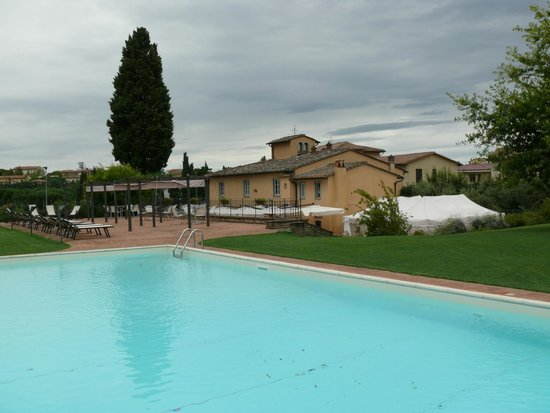 Antica Pieve B&B: Stunning Pool & Patio Area