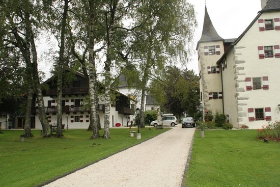 Schloss Prielau Hotel & Restaurants: view from the gate