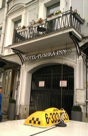 Pushka Inn Hotel: Front of Hotel