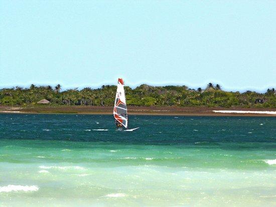 Passeio de bugue as Lagoas Azul e Paraiso : Barcos na Lagoa do Paraíso - Passeio que pode ser feito