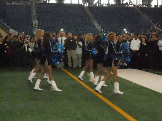 Lucas Oil Stadium: Cheearleaders