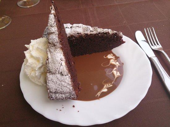 Historias Para No Dormir: mmmmmm el chocolate inunda este postre