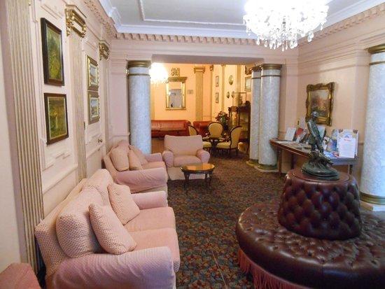 Bristol Hotel: Hotel Lobby
