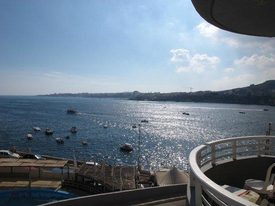 Ambassador Hotel: Balcony view over the bay