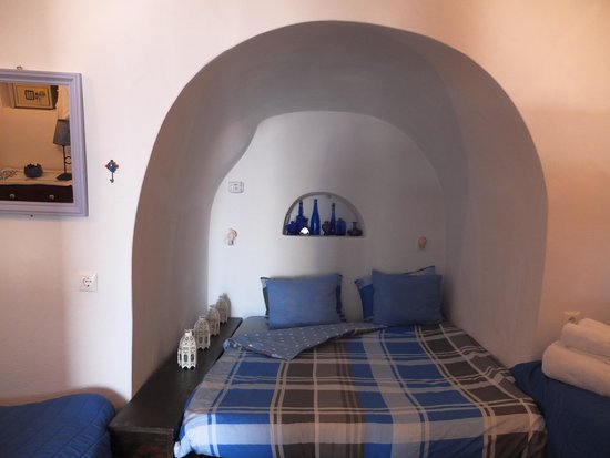 Ifestio Villas: bed in villa Hercules