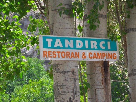 Tandirci Restauran: Letreiro na chegada