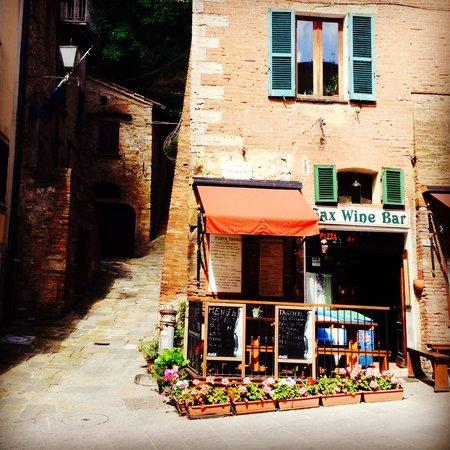 Sax Wine Bar: Front entrance